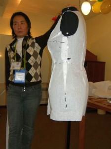 A estilista Sandra Jay foi responsável pela oficina de Moulage. Foto: Vera Bastos